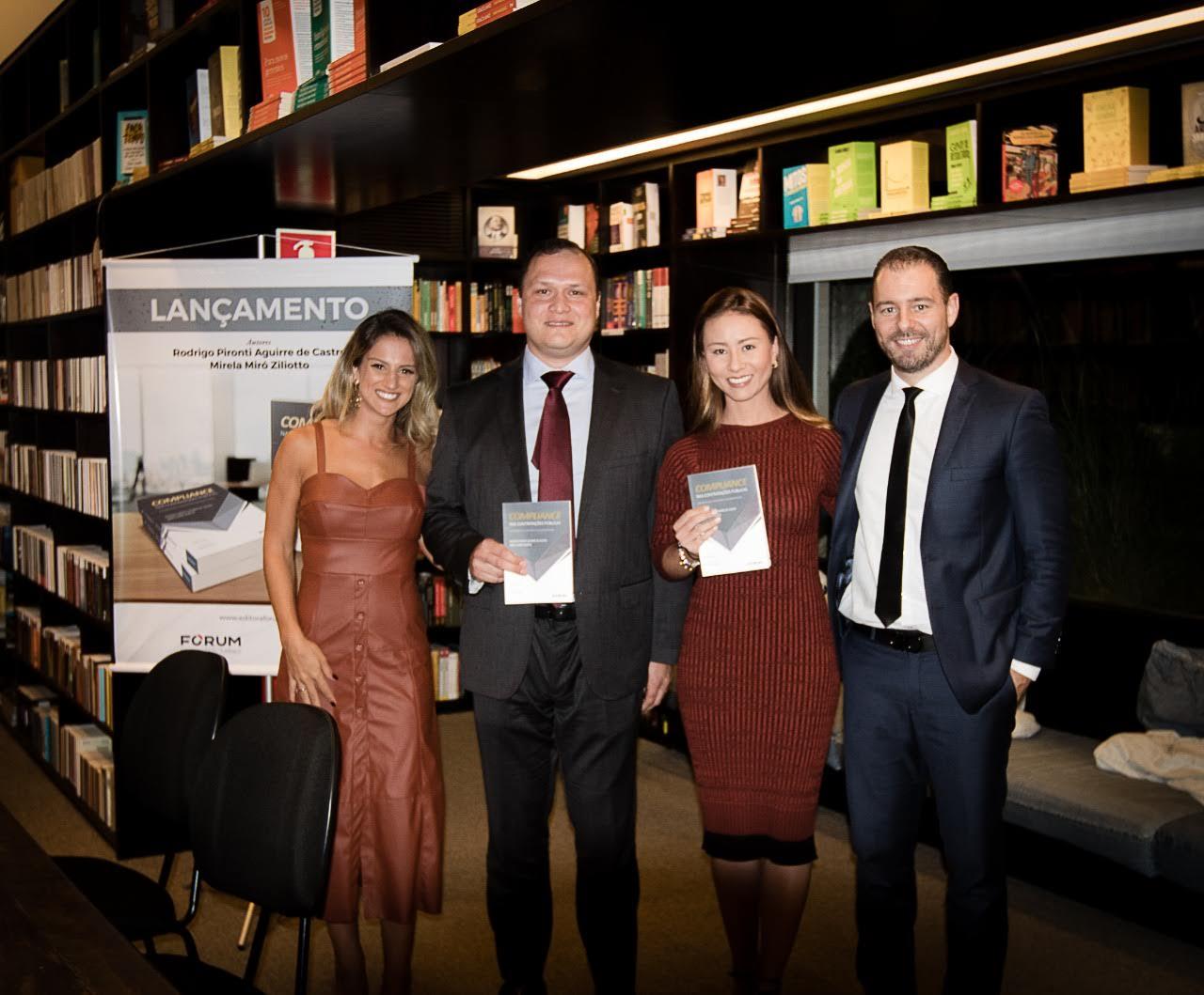 Mirella, Felipe, Letícia e Rodrigo em lançamento de livro